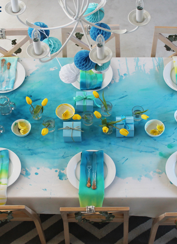 Watercolour Christmas – painted tablecloth DIY