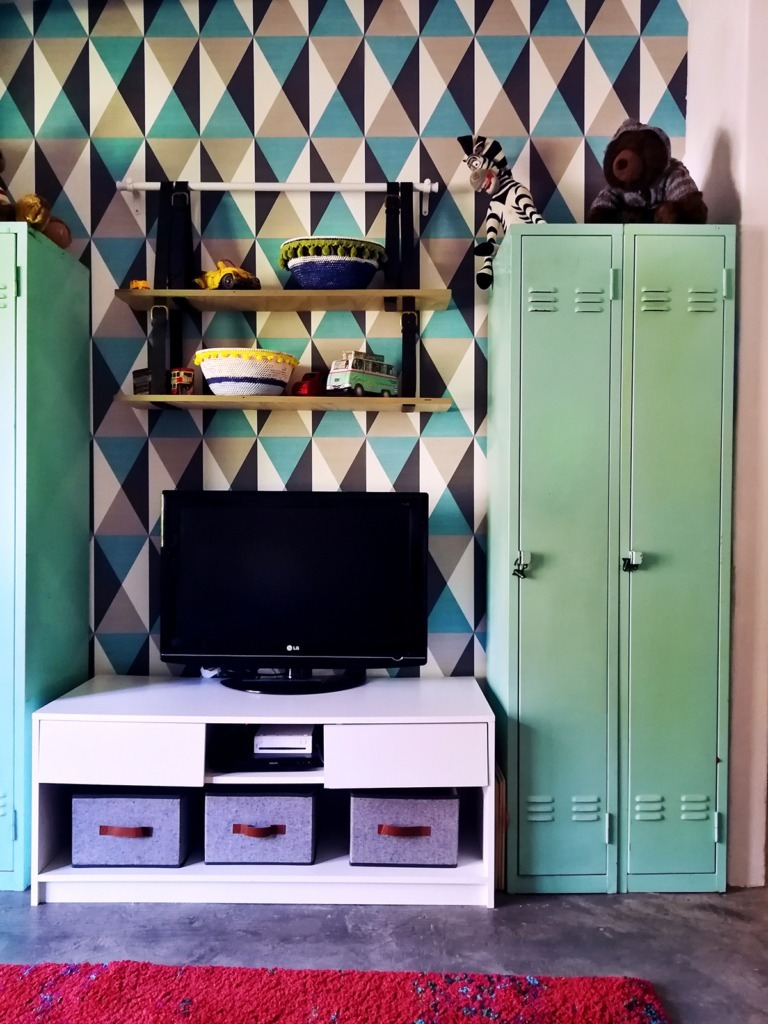 TV-stand with Belt Hanging Shelf for a Fun Playroom