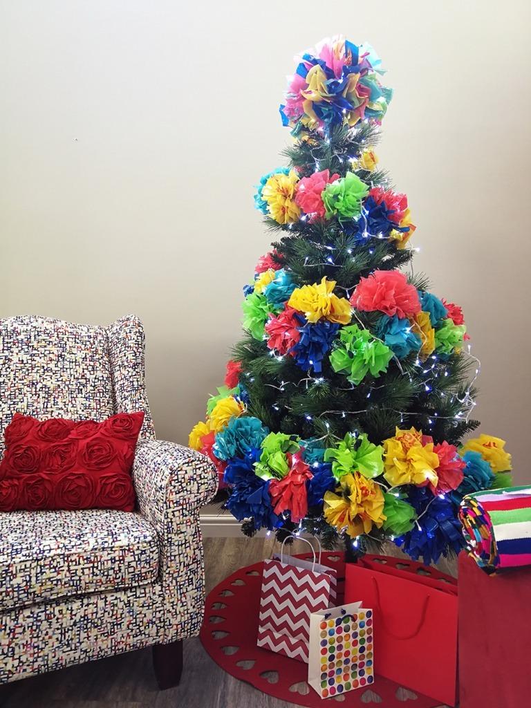 alternative pom-pom christmas tree