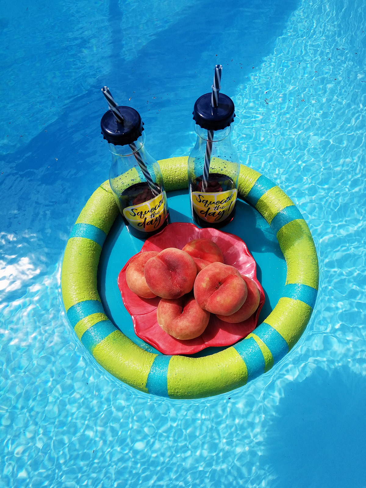 DIY-floating-tray-with-a-pool-noodle-for-summer