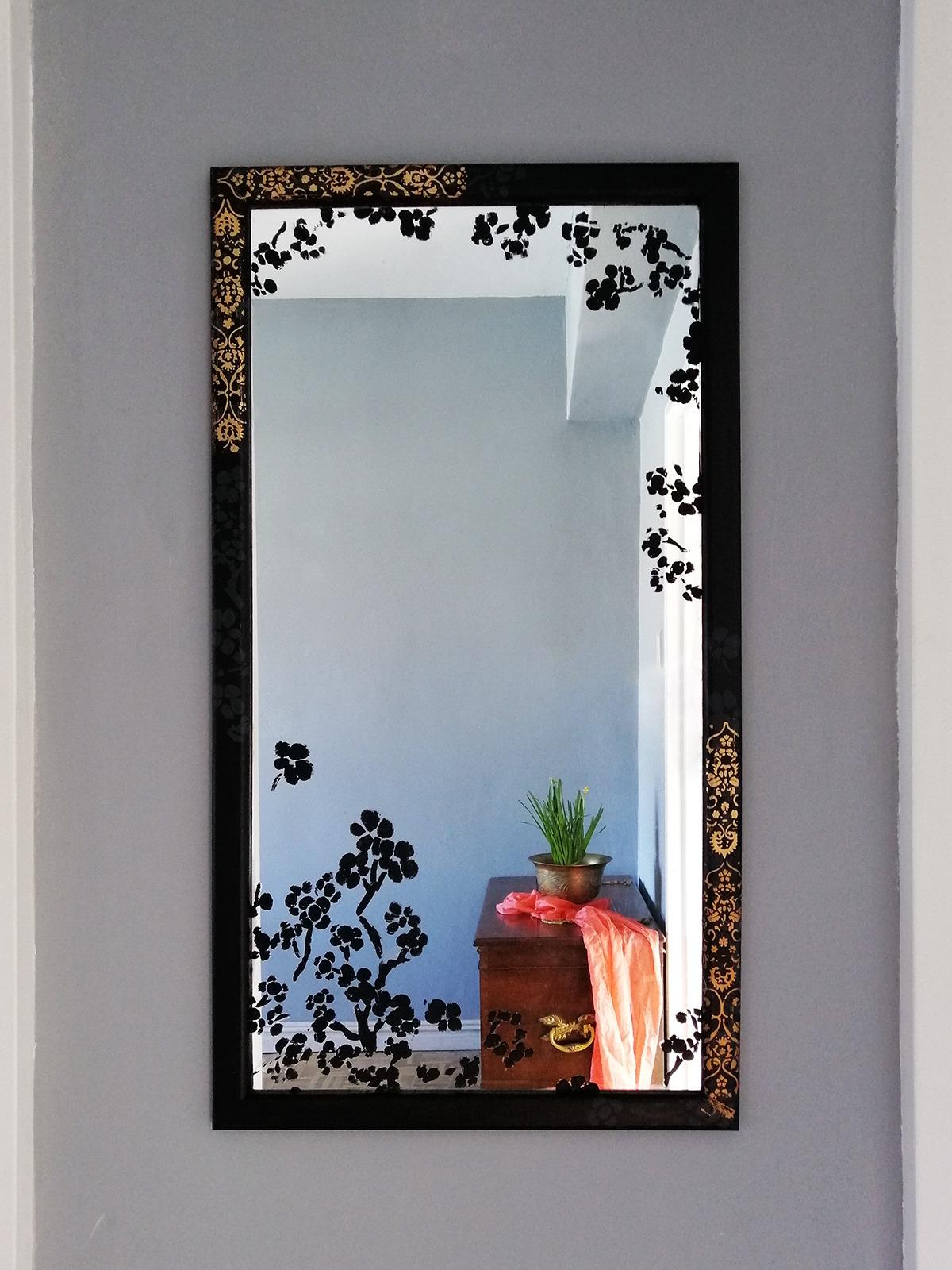 black-mirror-makeover-diy-with-gold-leaf-pattern